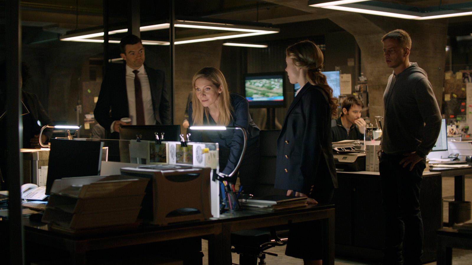 CROSSING LINES: Season 3Episode 301