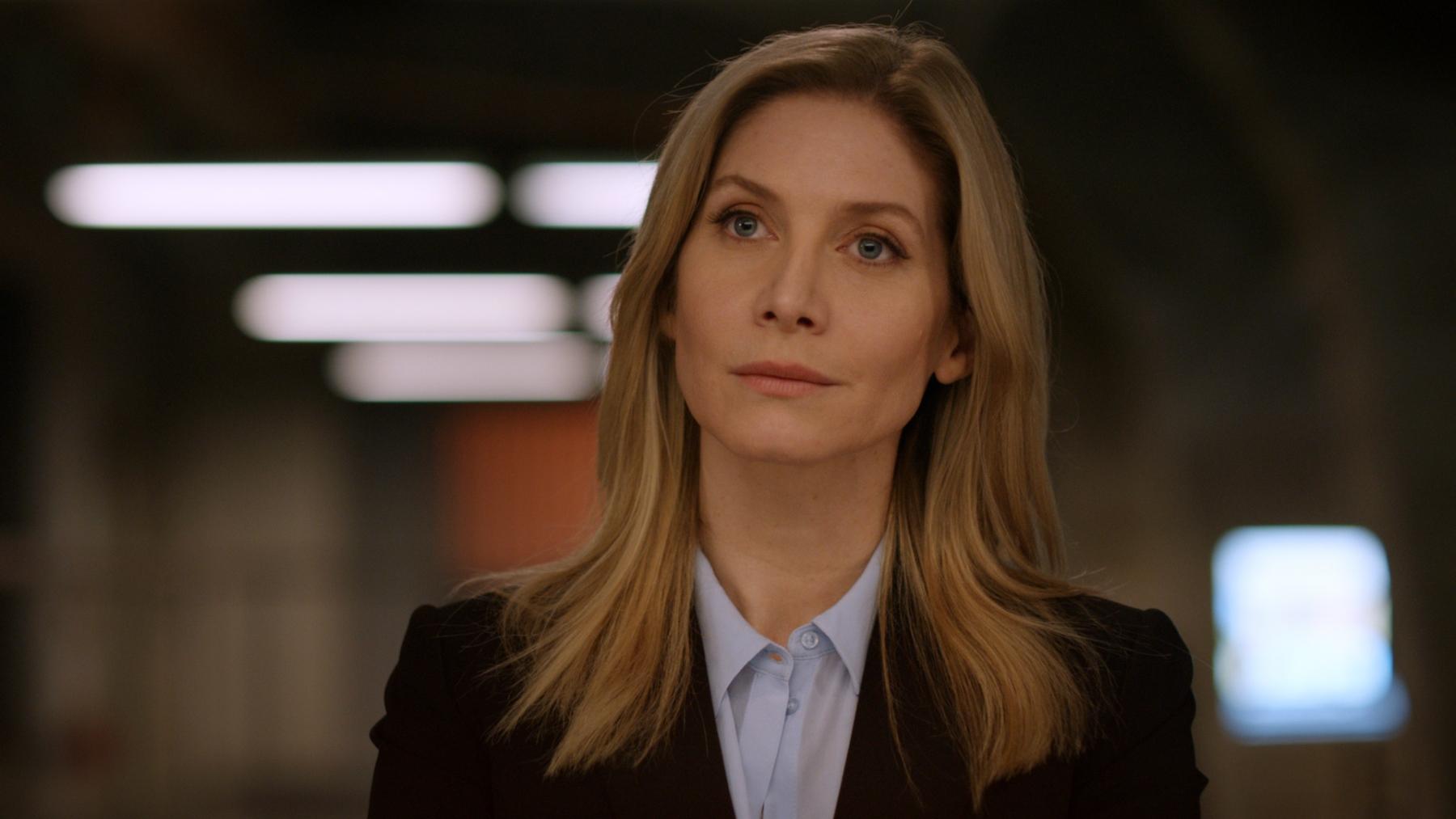 CROSSING LINES: Season 3Episode 302