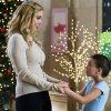Elizabeth_Mitchell_The_Christmas_Club_Still_05